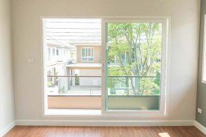 finestra scorrevole parallelo per balcone