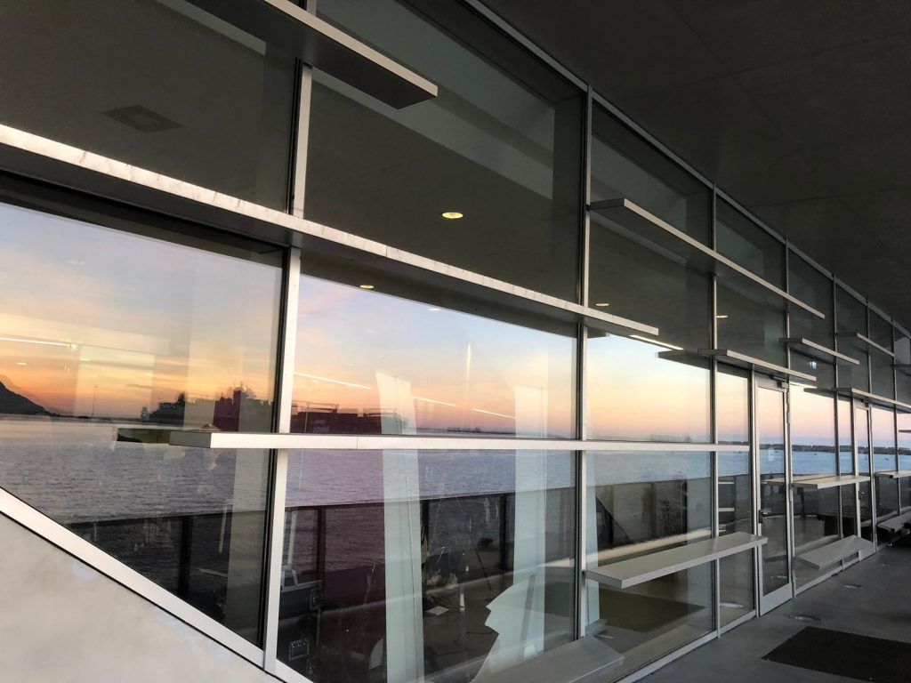 stazione marittima di salerno: facciata in alluminio argentato